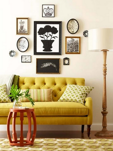 галерея над диваном