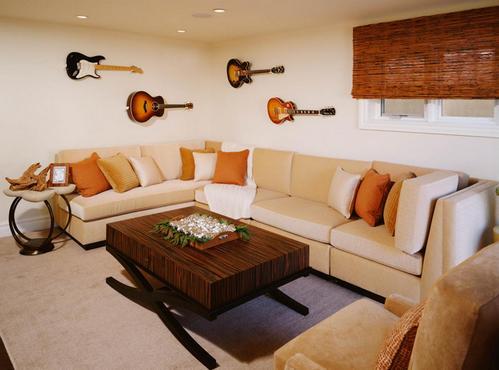 как оформить стену над диваном