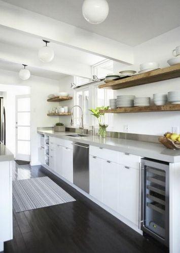 кухня с полочками вместо шкафов