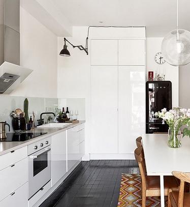 дизайн кухни без верхних шкафов домфронт