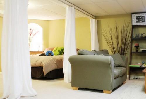шторы вместо перегородки в спальне, совмещенной с гостиной