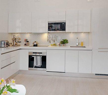 белый фартук на белой кухне
