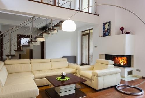 современный кожаный диван в интерьере