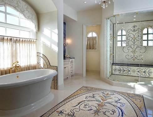 ковер из мозаики на полу в ванной
