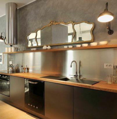 зеркало над рабочей зоной кухни
