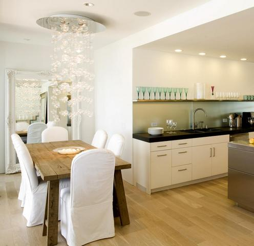 зеркало на кухне возле обеденного стола
