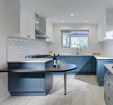 Кухни белая с серым дизайном