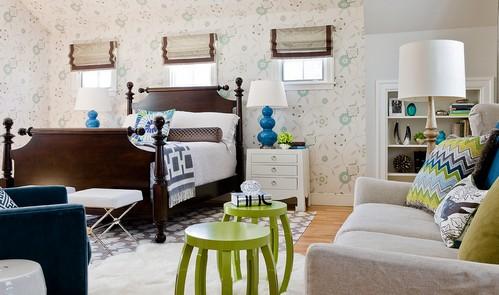 Мебель разного цвета в одной комнате
