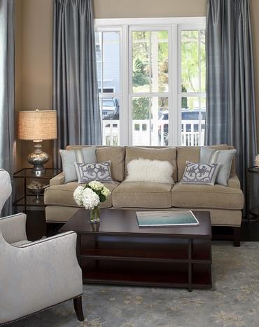 сочетание разной мебели в одной комнате