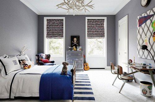 серые стены в комнате подростка