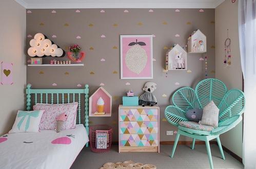 серые обои в детской комнате