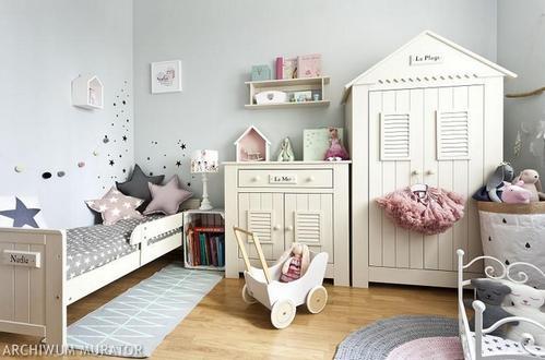 серые стены в детской комнате