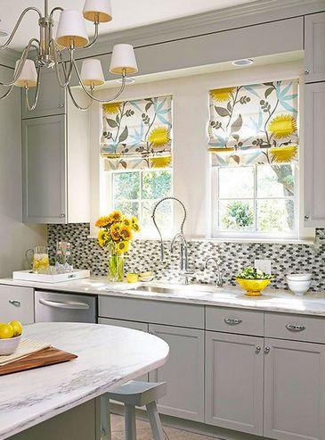 шторы в цветочек на кухне