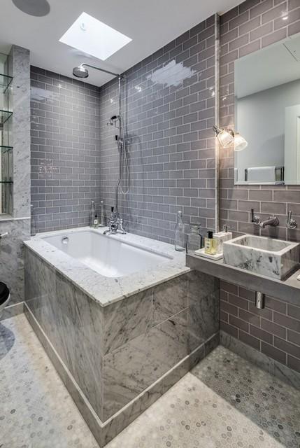 серая плитка в ванной комнате