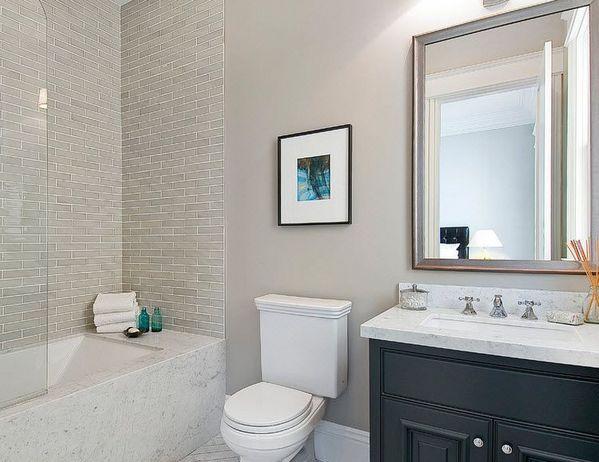 серая ванная в стиле современной классики