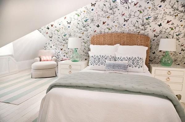 обои с птицами и бабочками в спальне