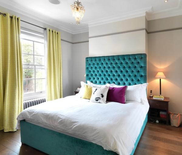 сочетание бирюзового в спальне
