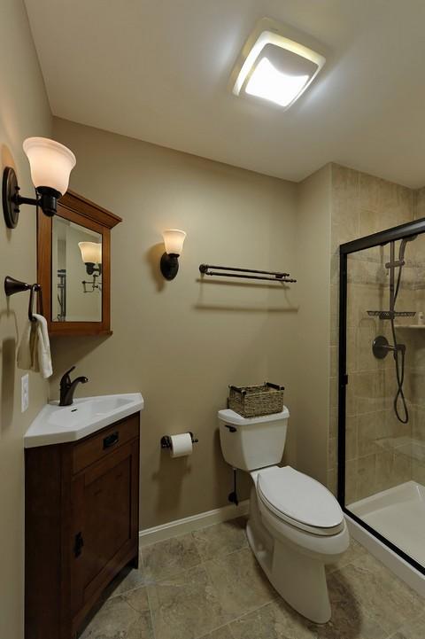 угловая тумба с раковиной в ванной