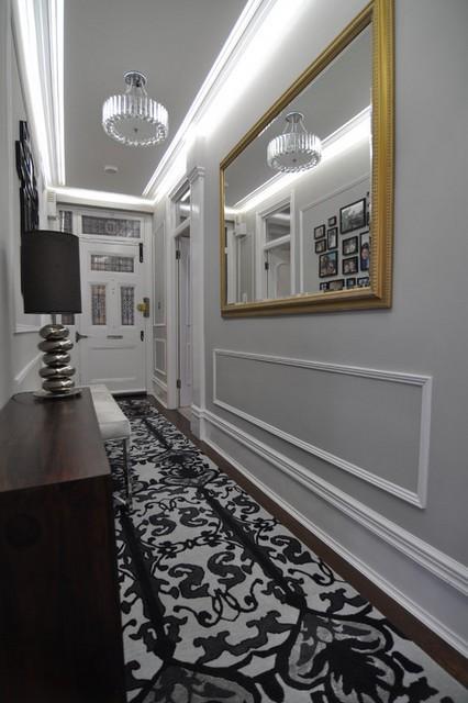 черно-белая дорожка в коридоре