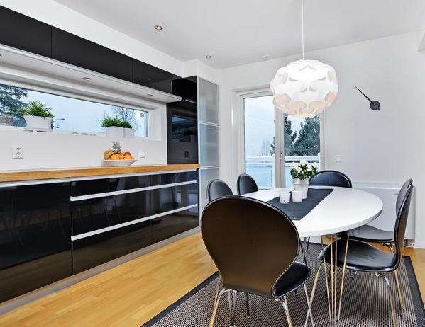 черная кухня белый стол