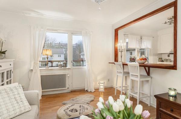внутреннее окно между кухней и гостиной