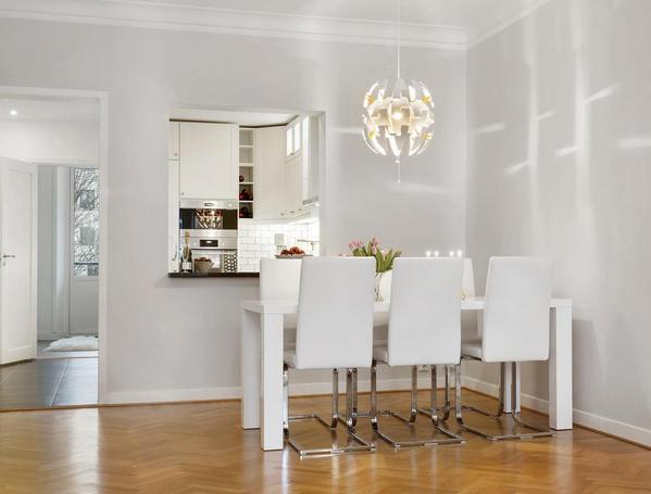 окно между кухней и гостиной