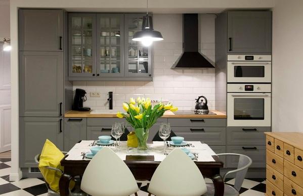 кухня с черной вытяжкой
