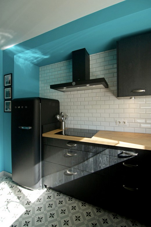 черная кухня с черной техникой