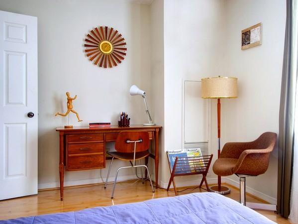 как выбрать рабочий стол для спальни