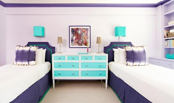 комод между двумя кроватями