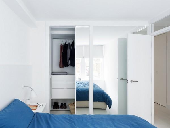зеркальный шкаф-купе в интерьере