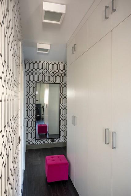большой шкаф в коридоре
