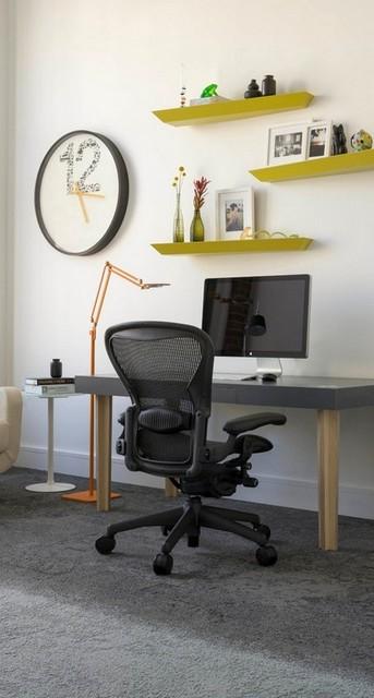 Как оформить стену над рабочим столом?