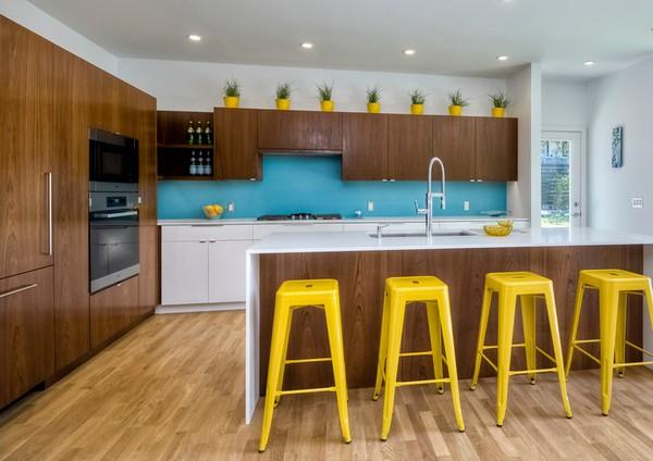 акцентные стулья на кухне