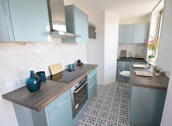кухня с голубыми фасадами