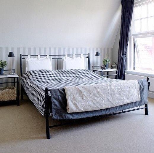 подушки над кроватью