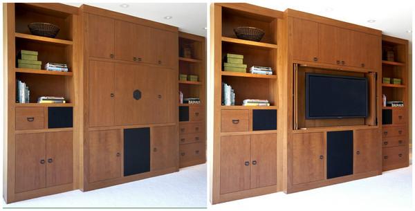 телевизор за дверцами шкафа