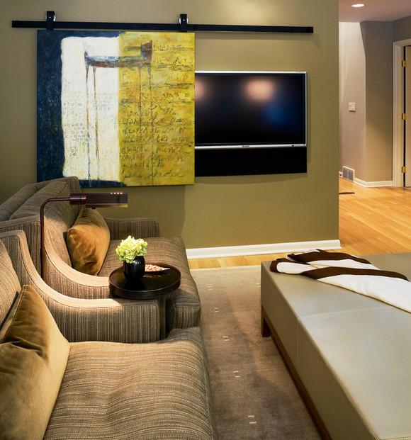 телевизор за раздвижной дверцей