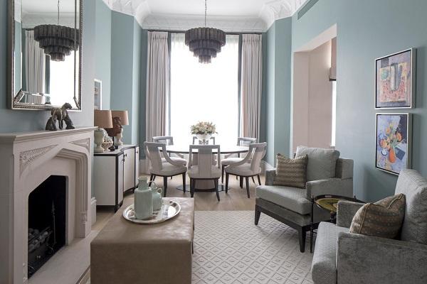 гостиная с бледно-голубыми стенами