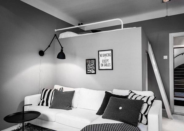 кровать и диван в одной комнате