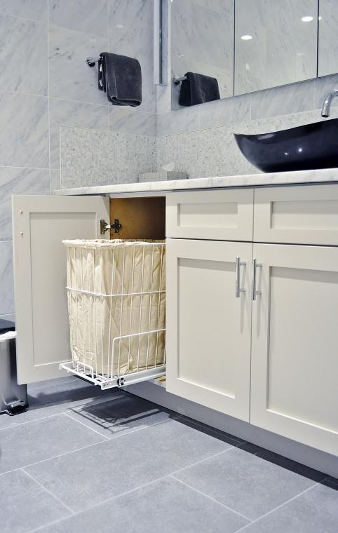 выкатная корзина для белья в ванной