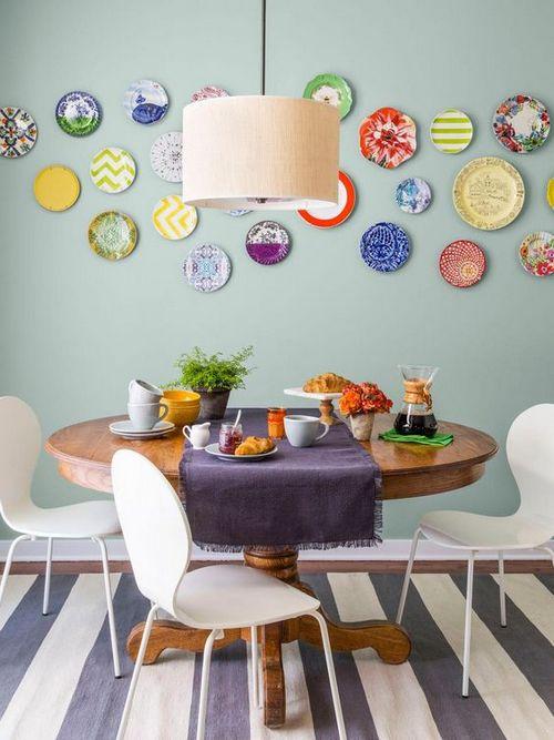 декор стены возле обеденного стола