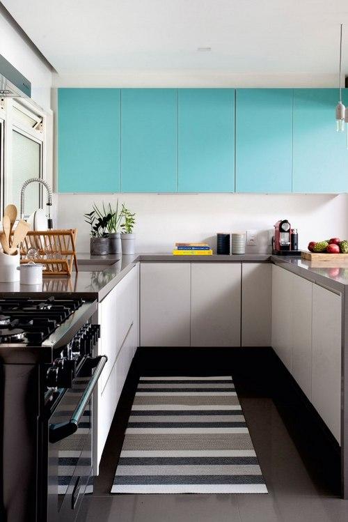 кухня с бирюзовыми фасадами