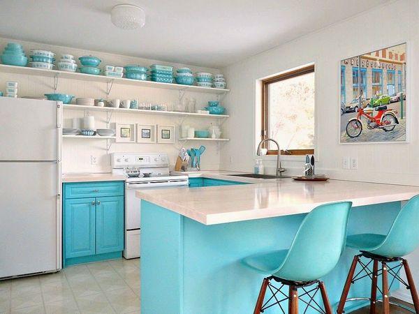 бирюзово-белая кухня