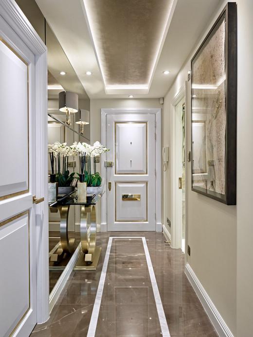 плитка на полу в коридоре