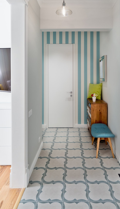 кафельная плитка в коридоре на полу