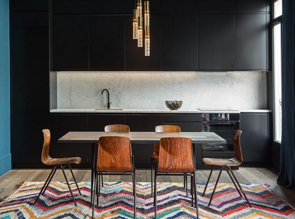 яркий ковёр на кухне