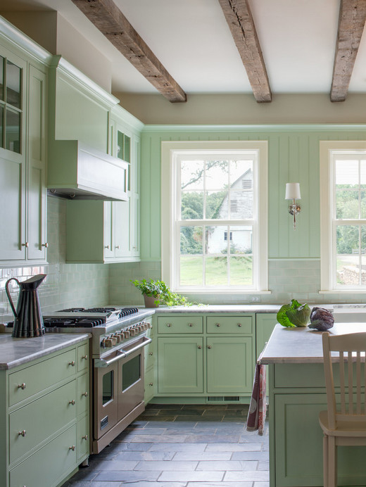 делать ли кухонные шкафчики до потолка