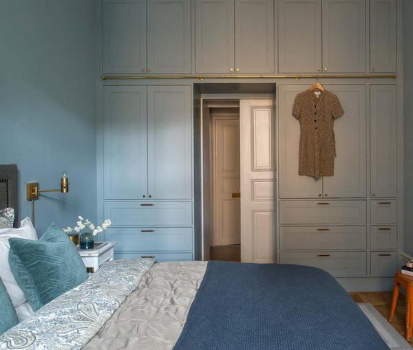 шкаф вокруг дверного проёма в спальне