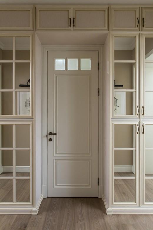 шкаф вокруг дверного проёма